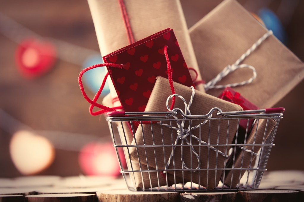 Shopping basket with gifts